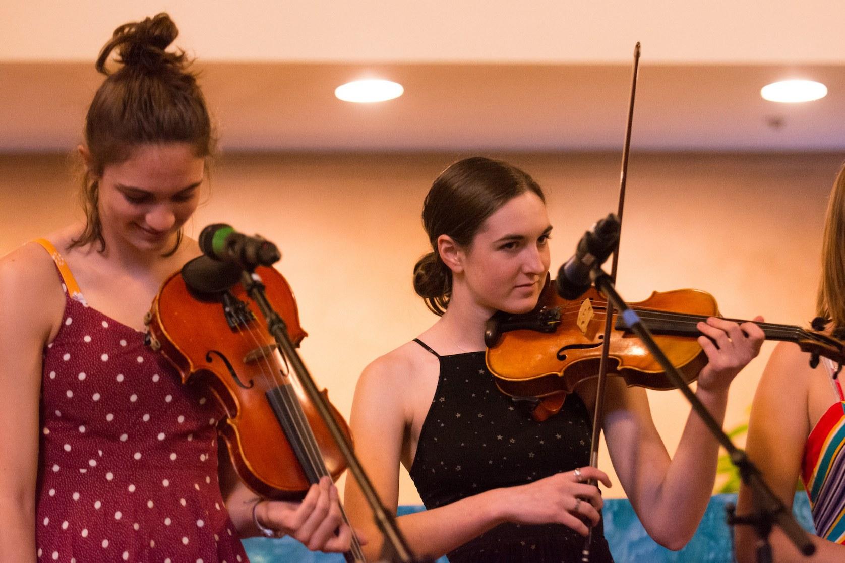 Diferencias entre el violin folk y fiddle - Clases en A Píntega Marela en Madrid