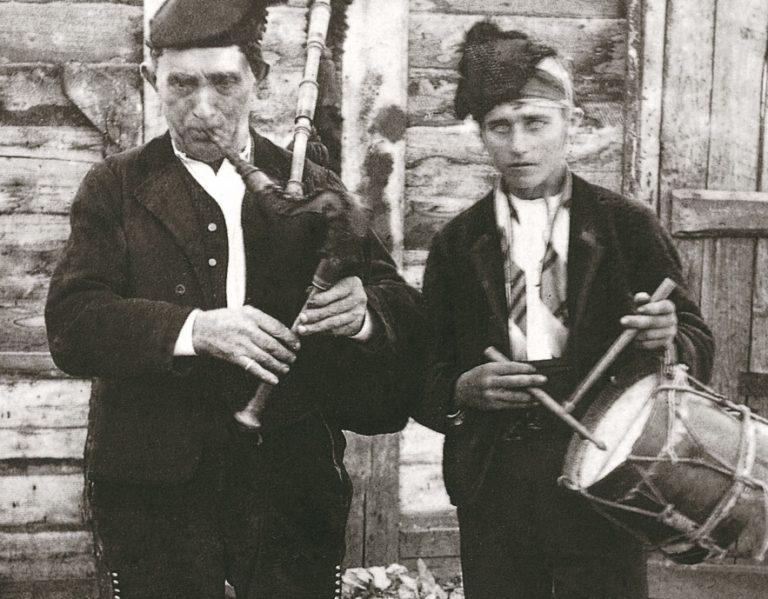 Clases de tamboril gallego en Madrid - A Píntega Marela - Tamboril galego