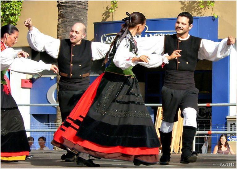 Baile gallego conocido como Maneo